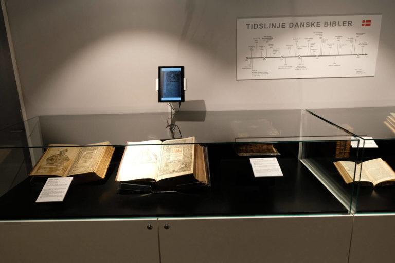 Nordisk bibelmuseum monter og nettbrett